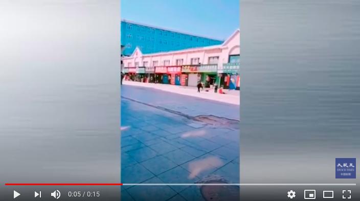 2020年4月15日的綏芬河,除了賣食品的商店,都關門了。(影片截圖)
