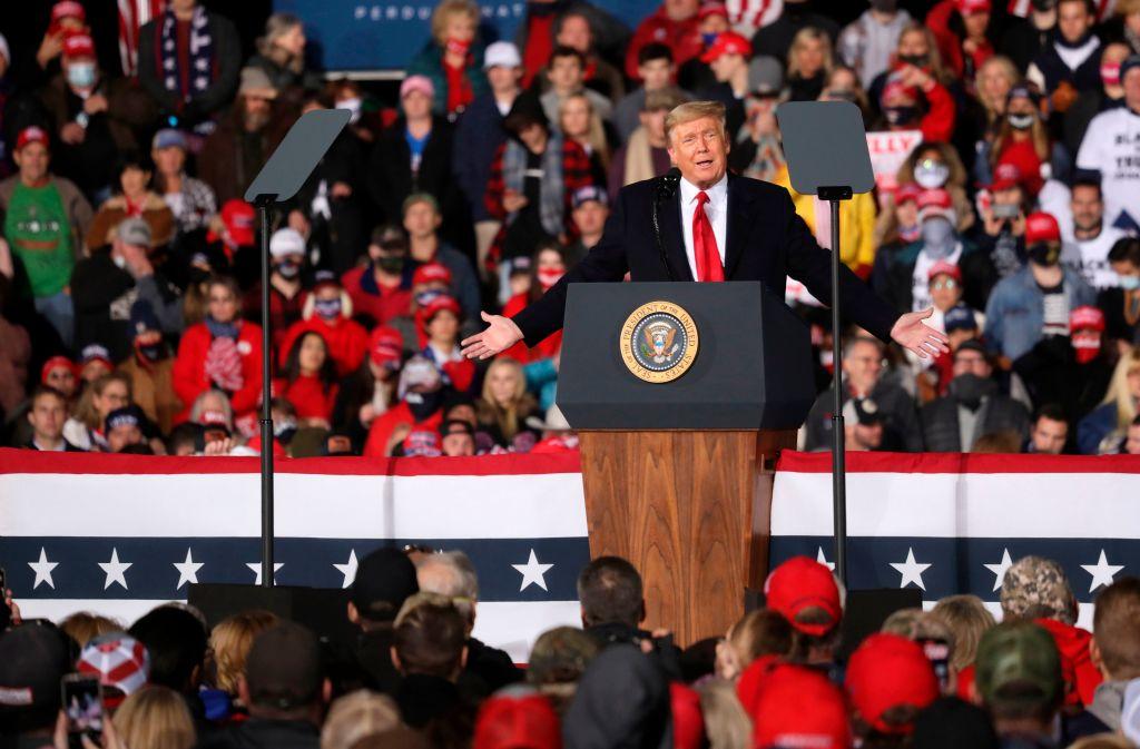 2021年1月4日,特朗普總統在佐州舉行集會,為共和黨參議員助選。(SANDY HUFFAKER/AFP via Getty Images)