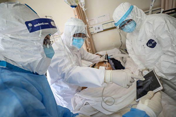 由於中共官方隱瞞疫情,致中共肺炎疫情大爆發,也讓當地大量的一線醫護人員遭到感染,甚至死亡。圖為示意圖。(STR/AFP via Getty Images)