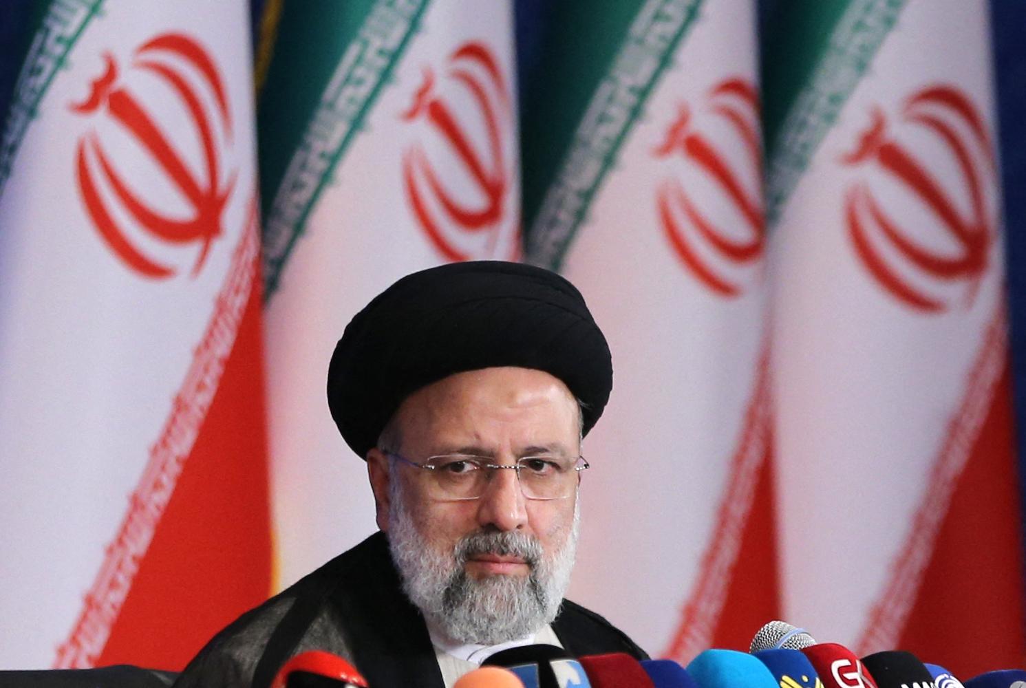 2021年6月21日,伊朗當選總統萊希(Ebrahim Raisi)在當選後首次於德黑蘭的新聞發佈會上發表講話。(ATTA KENARE/AFP via Getty Images)