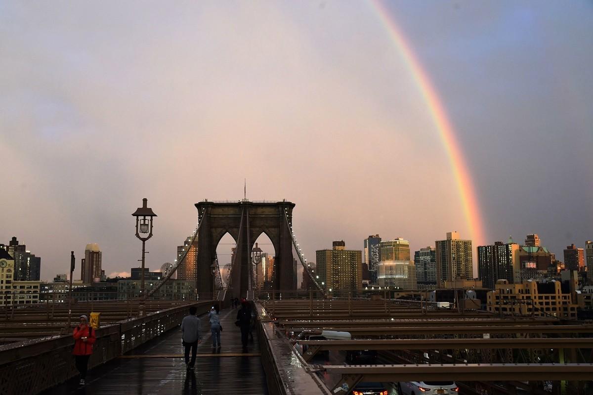 美國紐約市在2020年4月13日傍晚出現一道彩虹,似乎為人們帶來了希望。圖為2018年5月15日,出現在紐約市上空的彩虹。(HECTOR RETAMAL/AFP via Getty Images)