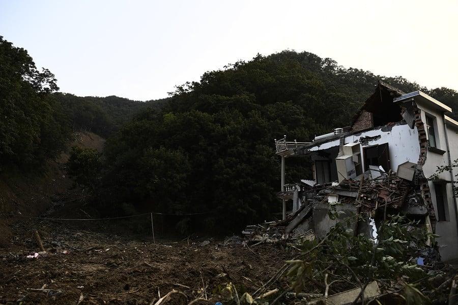 浙江未完工水庫洩洪 致半個方溪村被毀