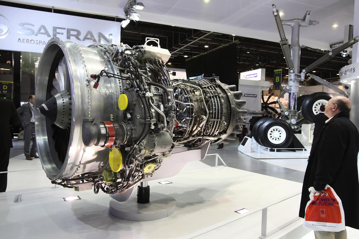 俄羅斯火箭和航空發動機科學家向中國提供RD-0146型火箭發動機機密情報案有更多細節浮出。圖為2011年6月22日,在巴黎國際航空展上,展出由法國斯奈克瑪公司(賽峰集團)和俄羅斯NPO Saturn公司各佔50%股份的Power Jet公司生產的SaM146發動機模型,該發動機被選為Sukhoi超級噴氣機100的發動機。(PIERRE VERDY/AFP via Getty Images)