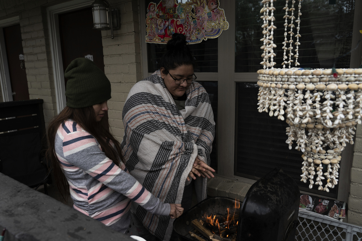 2021年2月16日,寒冷天氣襲擊德州時,侯斯頓居民遭到斷電的衝擊。(Go Nakamura/Getty Images)
