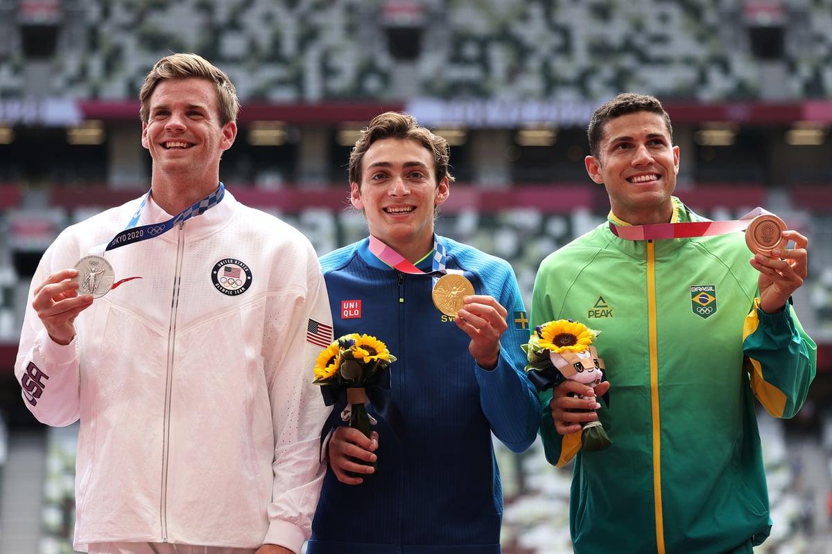 東奧會男子撐竿跳決賽中,瑞典天才杜普蘭蒂斯(中)輕鬆奪冠,美國選手尼爾森(左)排名第二,巴西選手布拉玆位居第三。(Christian Petersen/Getty Images)