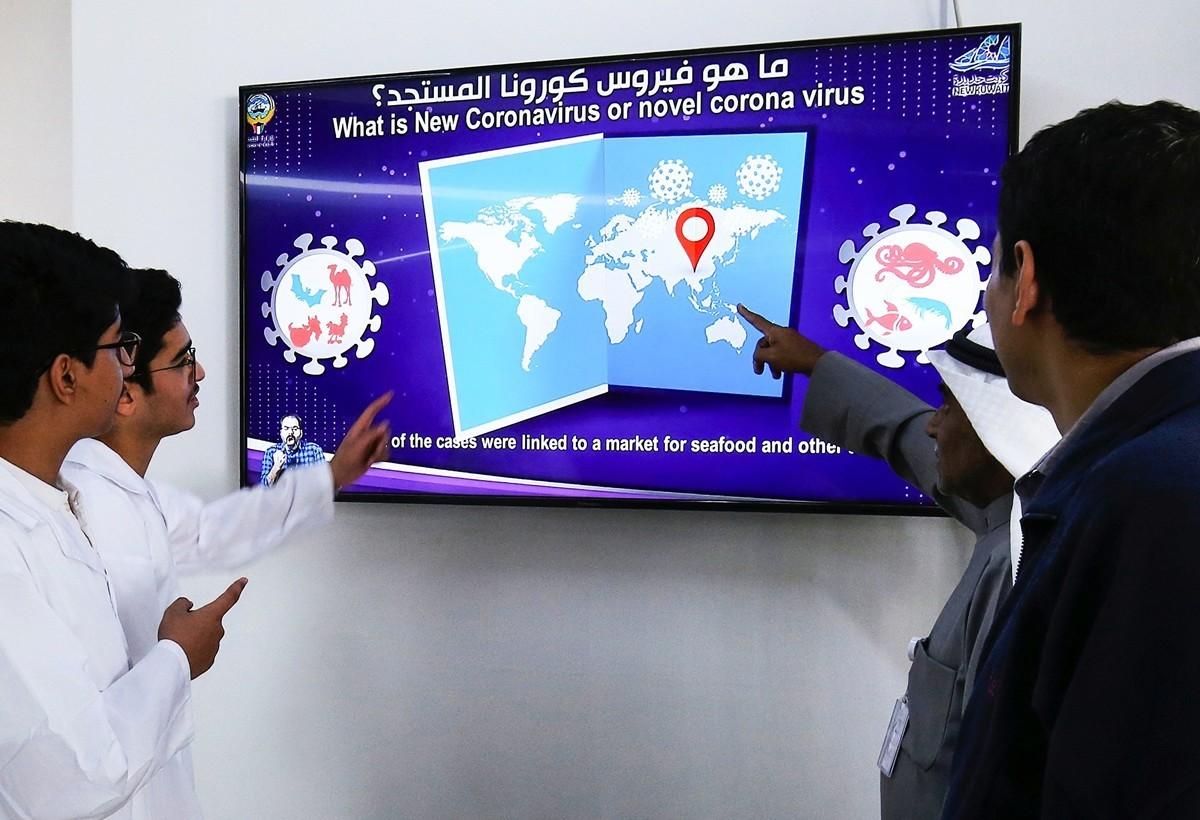 埃博拉病毒專家表示,中共病毒比埃博拉病毒更危險。(YASSER AL-ZAYYAT/AFP)