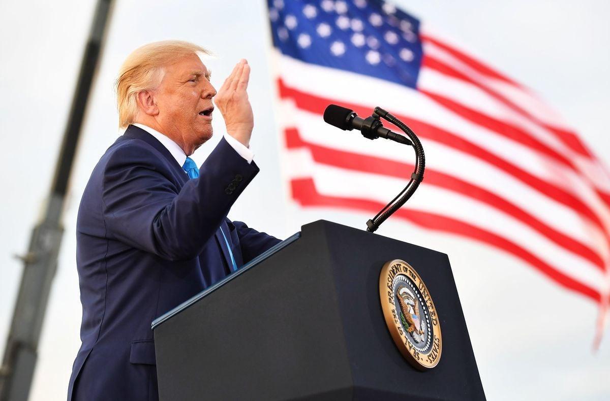 近700名美國退伍軍人簽署了一封公開信。在信中除表示支持特朗普總統之外,更強烈反對《大西洋月刊》(The Atlantic)對特朗普發動了不實的惡意攻擊。(MANDEL NGAN/AFP via Getty Images)