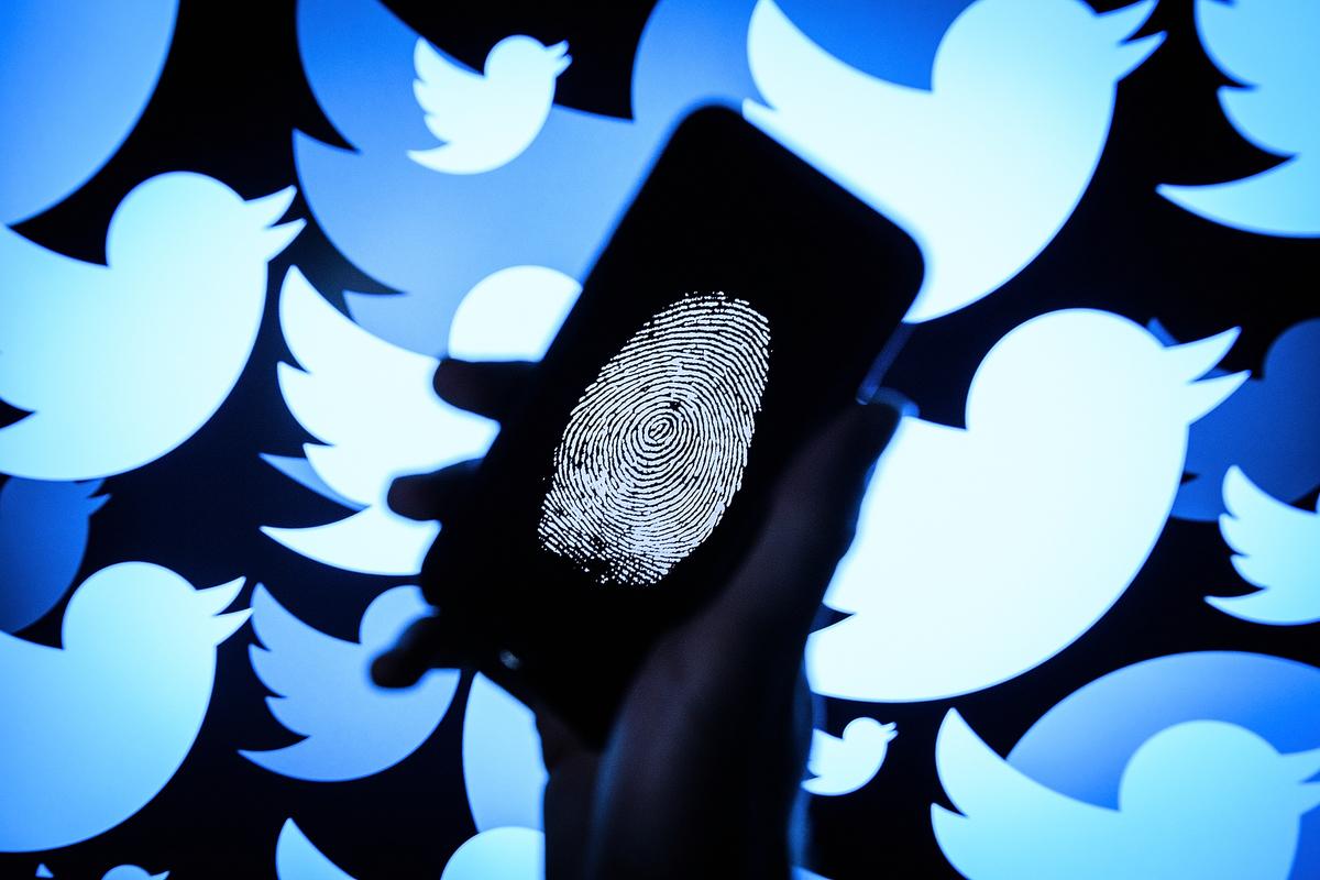 11月26日晚,美國總統特朗普發推說:「大科技公司和假新聞媒體聯手壓制(言論)。新聞自由不復存在。」此前,推特、面書、YouTube等社會媒體被指在審查用戶的言論和資料。(Leon Neal/Getty Images)