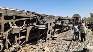 埃及兩火車相撞 至少32死91傷