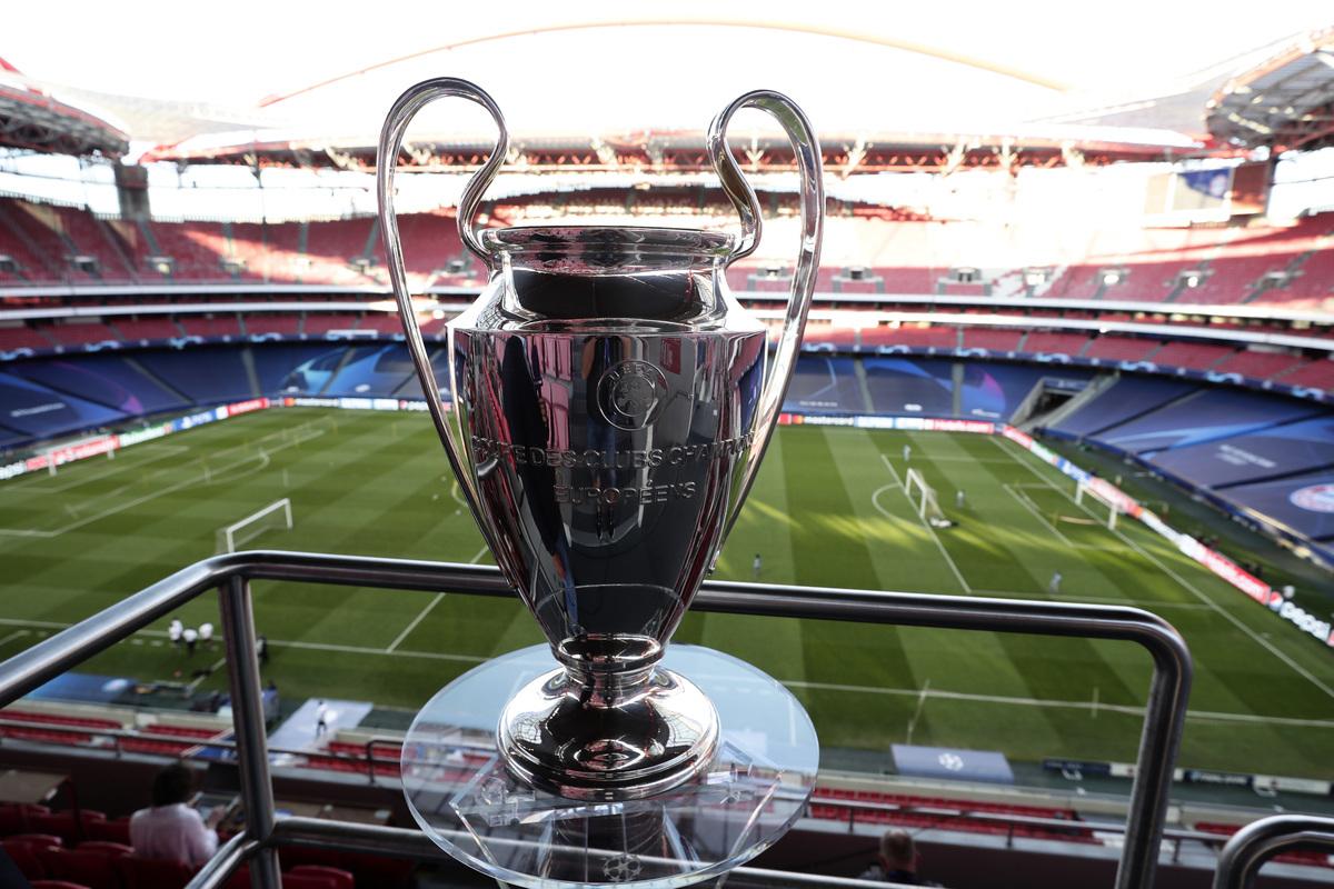 本賽季歐冠八強戰,拜仁、大巴黎、曼城和多特組成的上半區,明顯比下半區球隊的整體實力要強。圖為歐冠冠軍獎盃。(Manu Fernandez/Pool via Getty Images)