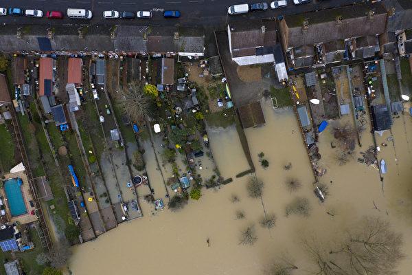 2020年12月26日,英國貝德福德克拉珀姆(Clapham),大烏斯河(Great Ouse)氾濫成災。(Dan Kitwood/Getty Images)