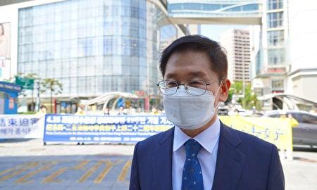 前南韓法律救助公團律師、現P&J行政事務所負責人樸鈞煥先生接受採訪。(李裕貞/大紀元)