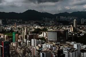住宅成交量暴跌54% 香港房市明年或跌三成