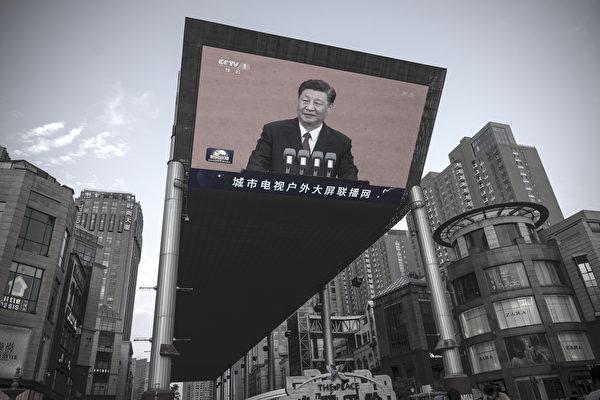 中共黨慶前夕,6月30日習近平出現在北京街頭的大屏幕上。(Andrea Verdelli/Getty Images)