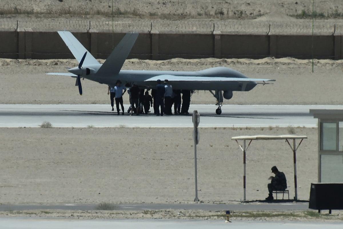 約旦空軍打算出售先前購入的6架中製彩虹四號無人機。圖為2019年5月30日,新疆烏魯木齊市機場上的一架偵察無人機。(GREG BAKER/AFP/Getty Images)