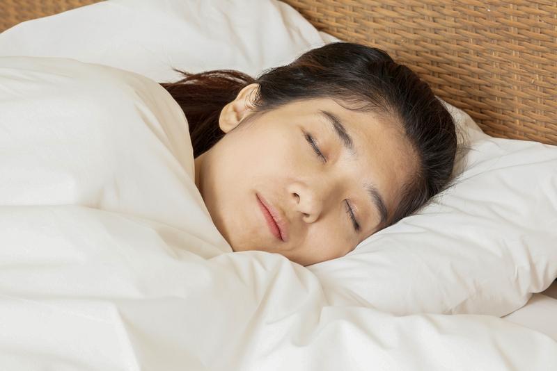 睡覺是養生重點。中醫告訴你四季睡眠時間和助眠食療方。(Shutterstock)