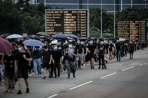 澳遊客:香港機場真實情況和官方所說不同