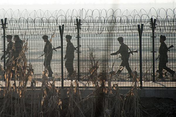 目前估計有12萬人因「國家罪行」被關押,但沒有北韓各集中營中每年死亡人數的可靠數字。(JOHANNES EISELE/AFP/Getty Images)