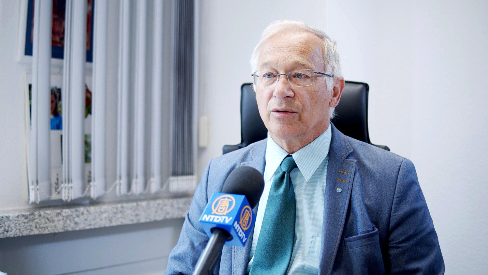 德國國會議員帕策爾特(Martin Patzelt)強烈譴責暴徒攻擊大紀元香港印刷廠。(新唐人提供)