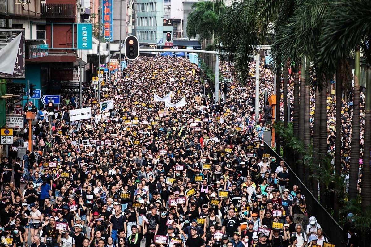 2019年7月21日,香港,俯瞰反送中遊行,參加者人潮擠爆街道。(LAUREL CHOR/AFP/Getty Images)