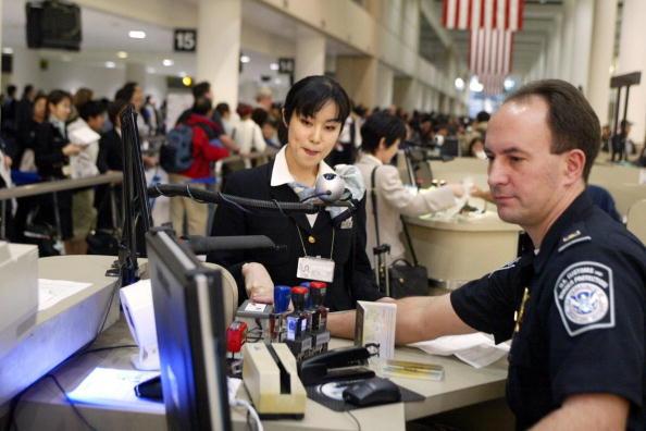 華人女子涉非法助中國公民入境美國被控詐騙