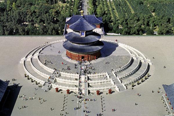 天壇是中國現存規模最大、倫理等級最高的古代祭祀建築群。(大紀元資料室)
