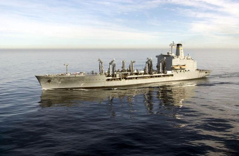 圖為美國導彈驅逐艦「麥康貝爾號」和補給艦「狄爾號」通過台灣海峽。(圖取自維基共享資源,版權屬公有領域)