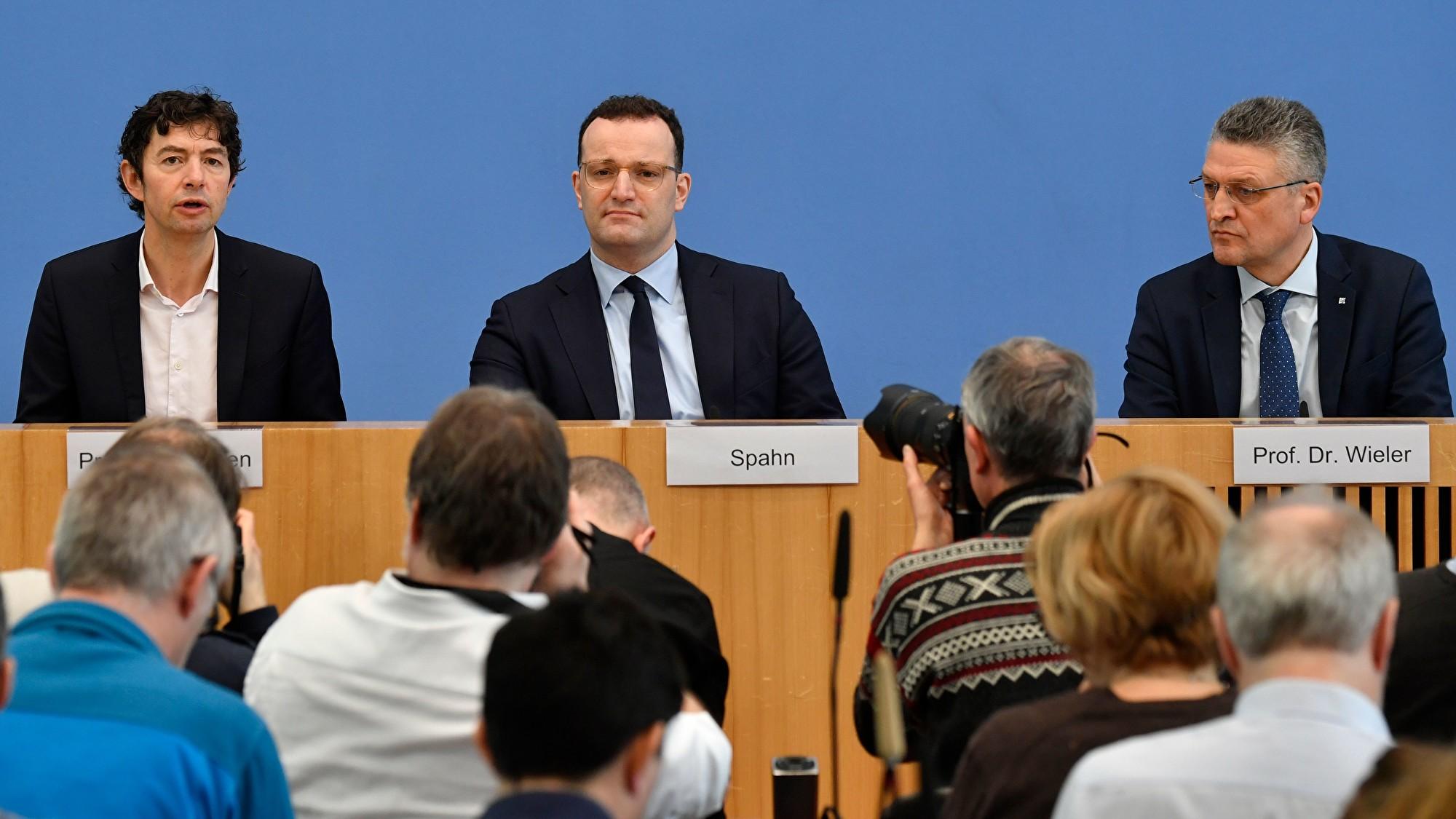 2020年3月2日,德國衛生部召開新聞發佈會,介紹中共肺炎最新疫情,中為德國衛生部長斯潘(Jens Spahn)。(JOHN MACDOUGALL/AFP via Getty Images)