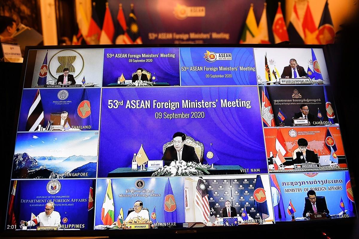 2020年9月9日,第53屆東盟外長會議開幕。由於中共病毒(俗稱武漢病毒、新冠病毒)的影響,今年的會議以視訊形式舉行。(Photo by Nhac NGUYEN / AFP)