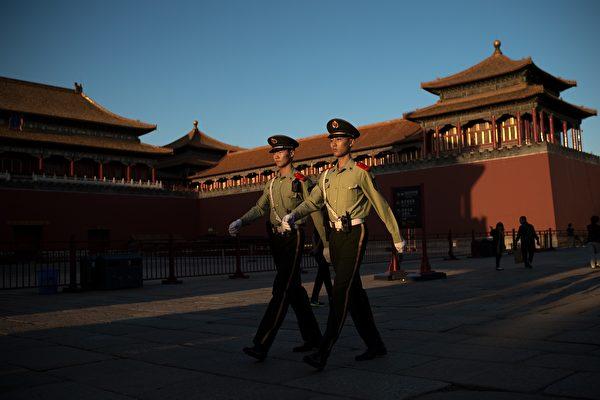10月2日,中紀委官網消息稱,中共全國公安系統69名紀委書記、紀檢組長接受中紀委駐公安部紀檢組培訓,其中包括如何貫徹落實從嚴治黨的《紀律處分條例》和《問責條例》等。圖為,北京故宮。(NICOLAS ASFOURI/AFP/Getty Images)