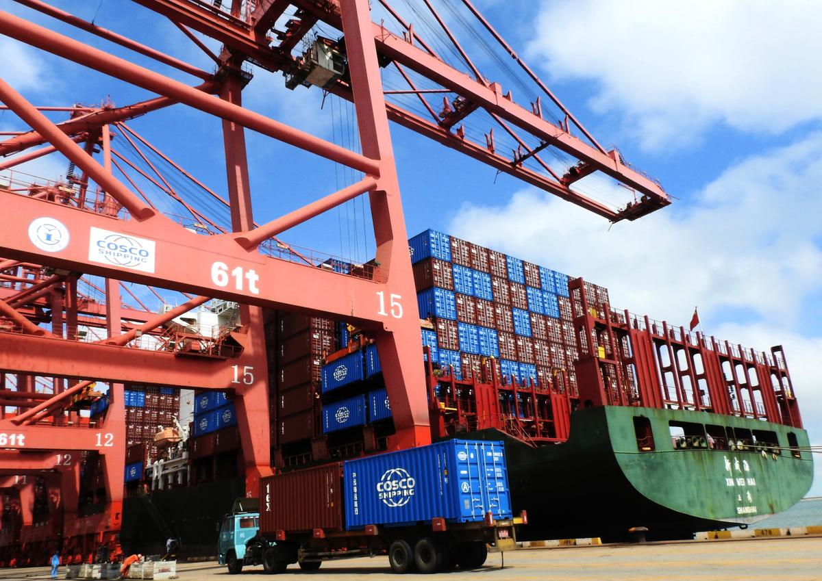國際評級機構惠譽認為,貿易戰對中國經濟傷害很大,下調大陸今年GDP增幅至6.1%。圖為示意照。 (AFP)