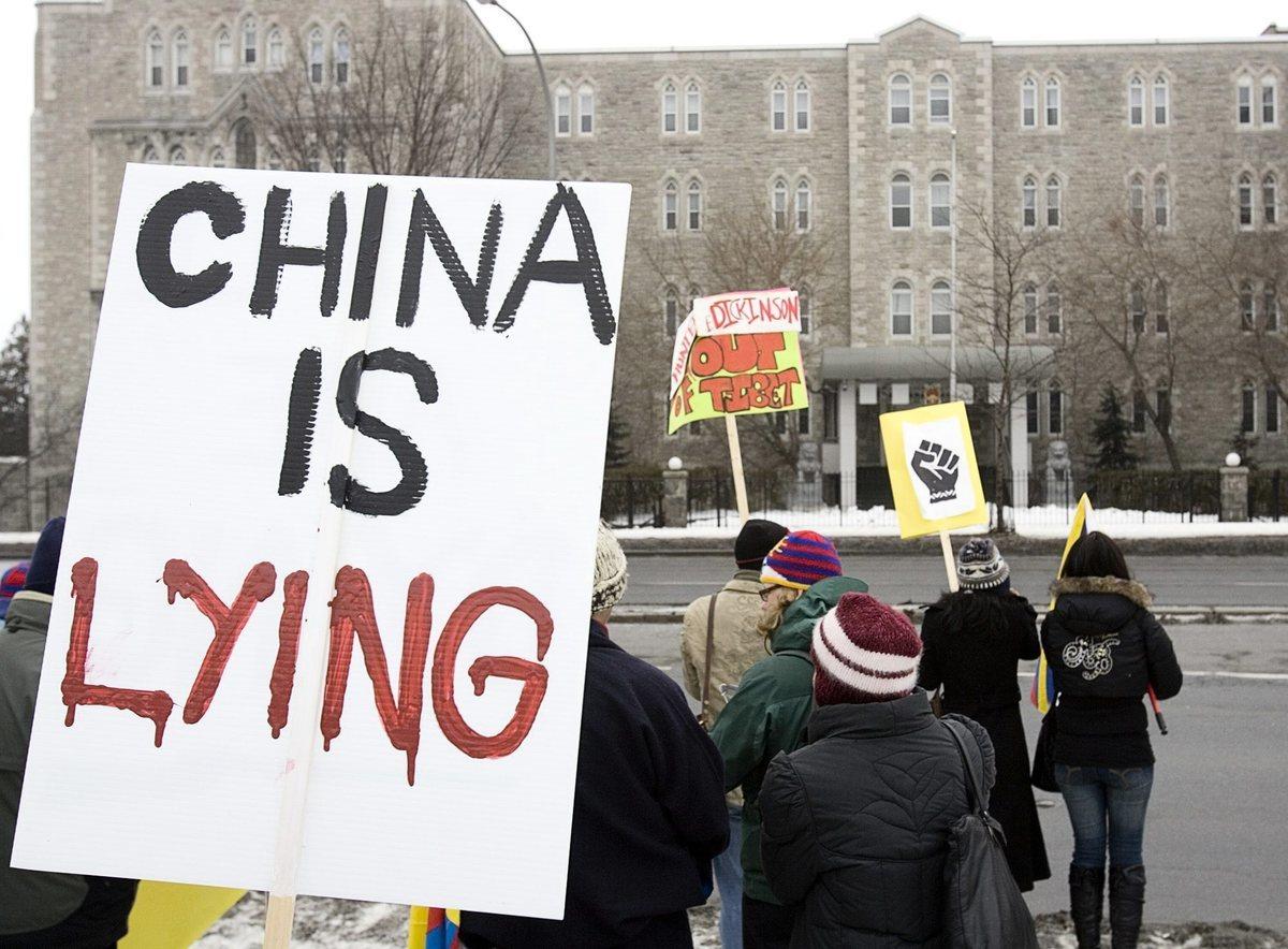 2007年3月,渥太華西藏人社區在中共駐加拿大大使館前抗議。(Jonathan Hayward/加通社)