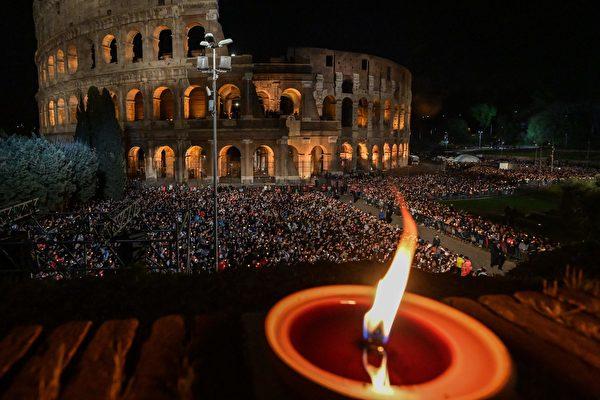 2019年4月19日,古羅馬競技場前舉行的一次宗教儀式活動。(VINCENZO PINTO/AFP via Getty Images)