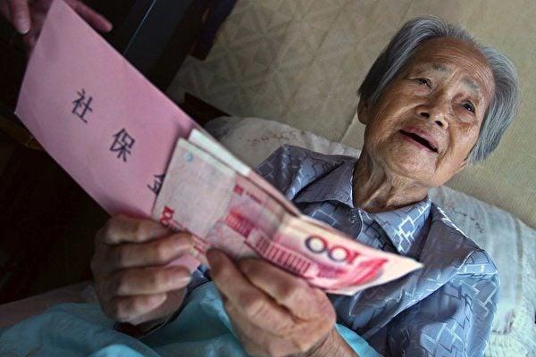 在中國東北鐵鏽帶,隨著經濟放緩加速養老金危機,羸弱的工業越來越無法支付工人的退休計劃。(China Photos/Getty Images)