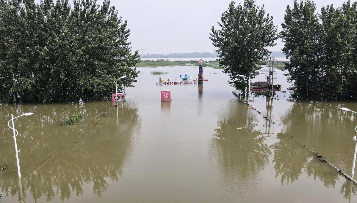 2020年7月20日,江蘇鎮江某旅遊景點的洪水。 ( STR/AFP via Getty Images)