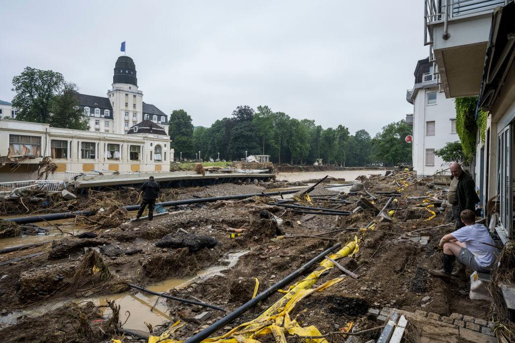 德國萊因-法耳次邦Bad Neuenahr的道路被洪水沖毀。圖片拍攝於7月17日。(Thomas Lohnes/Getty Images)