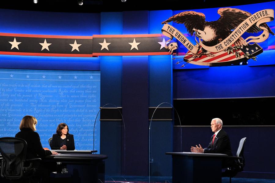 賀錦麗避答高院問題 彭斯急向全美選民喊話