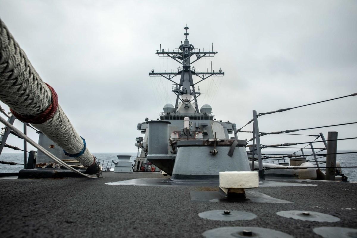 美國海軍第七艦隊表示,周二(2021年5月18日),阿利·伯克級導彈驅逐艦柯蒂斯·威爾伯號(USS Curtis Wilbur)根據國際法,進行了「例行的台灣海峽過境」。(U.S. Navy photo by Mass Communication Specialist 3rd Class Zenaida Roth)