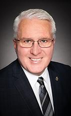反對黨影子內閣老兵部部長、國會議員約翰·布拉薩德(John Brassard)