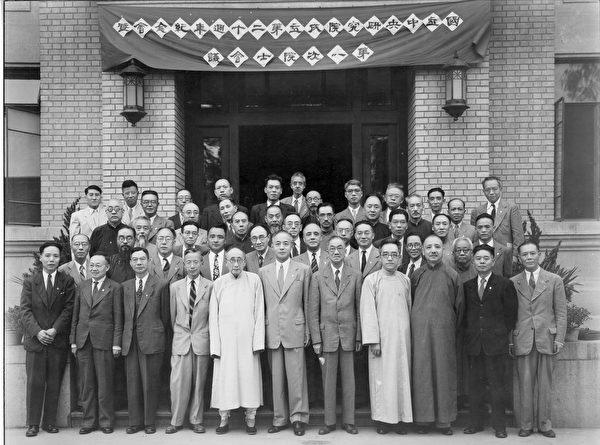 1948年9月23日,中華民國中央研究院第一屆院士部份院士合照;該屆院士群星閃耀。(公有領域/維基百科)