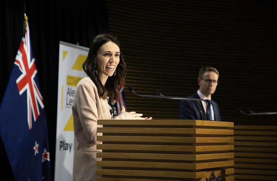 電視講話中突遇地震 紐西蘭總理淡定成網紅