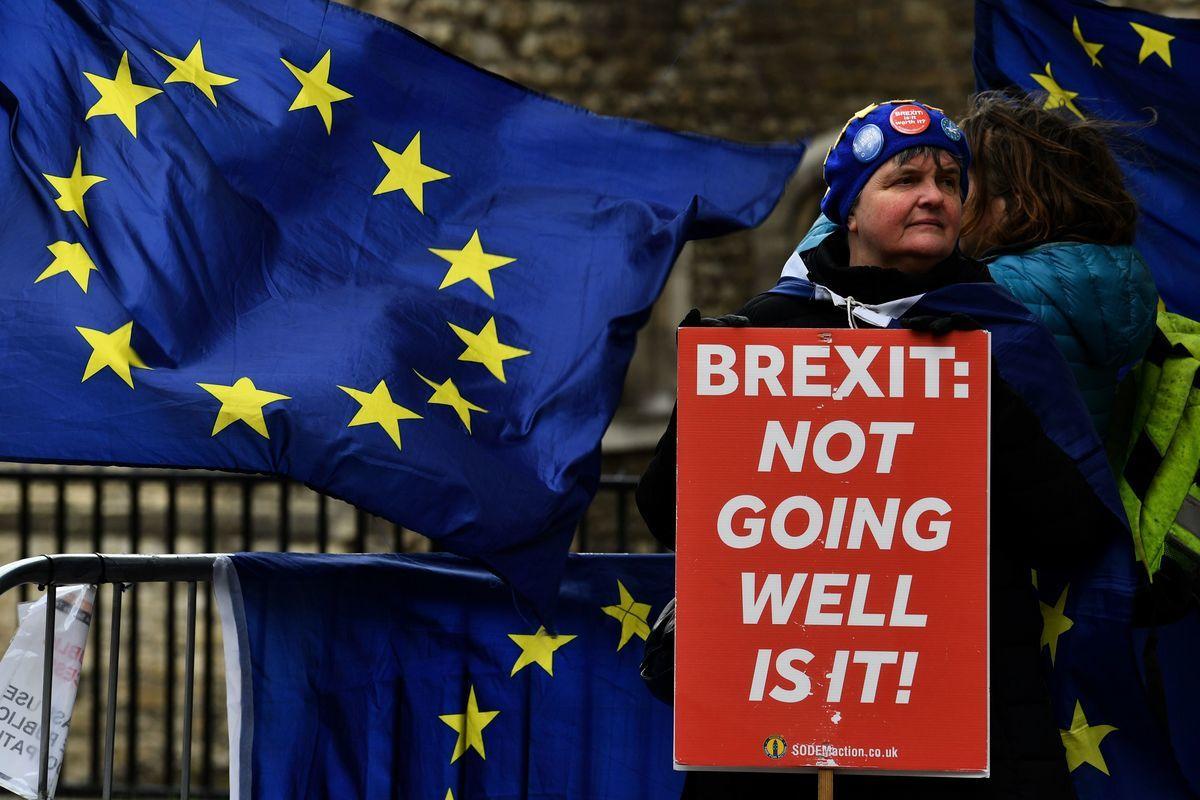 英國正式向歐盟提出推遲三個月脫歐的請求,歐盟將在本周四召開的峰會上討論,決定是否同意英國請求。(BEN STANSALL/AFP/Getty Images)