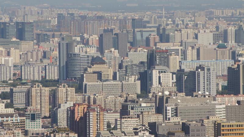 北京二手房市場成交量下降,掛牌量大增,房產價值正在大幅下跌,業主售房平均要賠上百萬。圖為北京市樓房。(大紀元資料室)