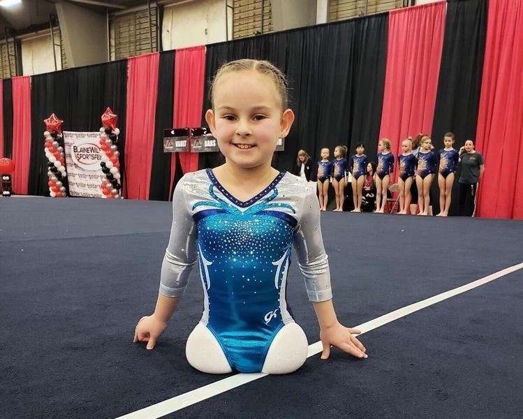 美8歲無腿女孩 克服萬難成一名體操運動員