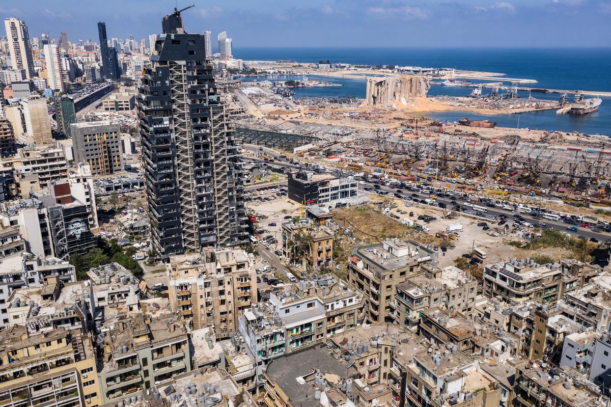 2020年8月4日發生在黎巴嫩首都的大爆炸給當地造成巨大經濟損失。(Haytham Al Achkar/Getty Images)