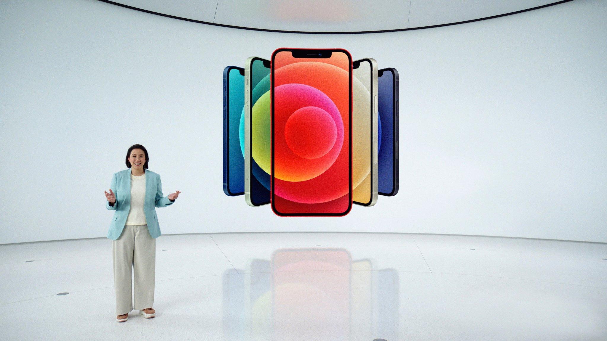 蘋果公司已經發佈四款支持5G的新iPhone,但很多消費者仍在思考是否該升級自己手上的舊iPhone,或從其它手機轉到iPhone。圖為10月13日蘋果新品發佈會。(Photo by Apple Inc./Apple Inc./AFP)
