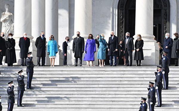今天(1月20日)美國當選總統拜登(Joe Biden)和副總統賀錦麗將在國會大廈前的台階上宣誓就職,成為美國第46任總統和副總統。(ANGELA WEISS/AFP via Getty Images)