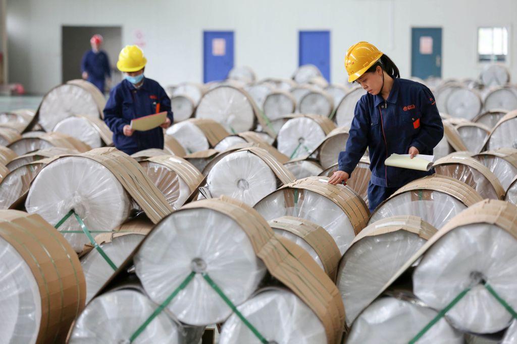 印度向中國出口了更多的海運產品、有機化學品、塑料、石油產品、葡萄和大米。圖為一家中國工廠。(STR/AFP/Getty Images)