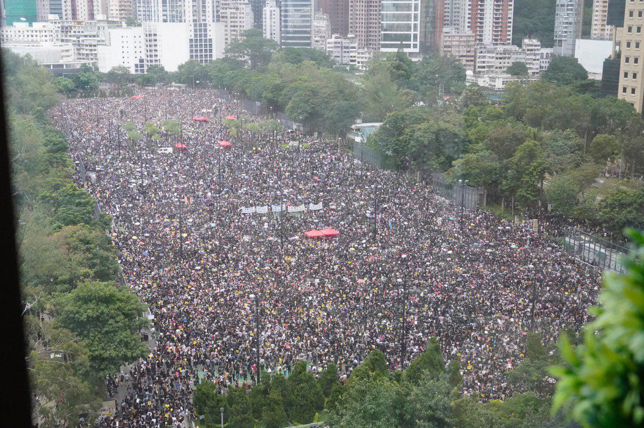 德國內政部的信函揭露,自從香港在2019年爆發民主抗議以來,中共試圖恐嚇在德國的香港人。圖為2019年8月18日,香港人舉行百萬人大遊行。(孫青天/大紀元)