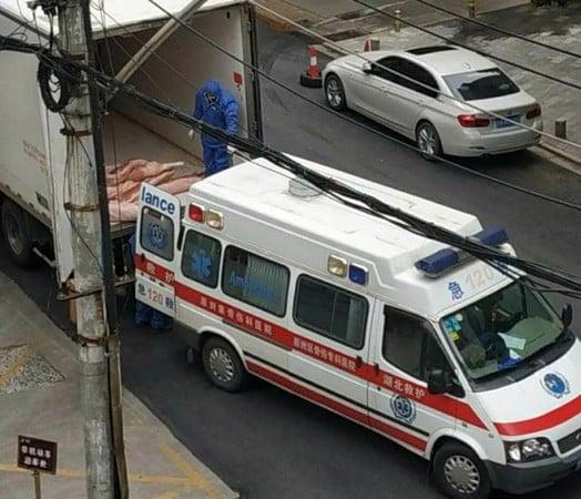 「沒把人當人」 武漢用垃圾車救護車運菜肉
